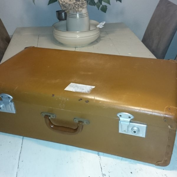 D139 creme koffer 2